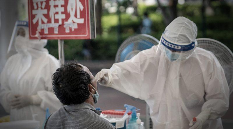 China vuelve a encierro tras peor brote de COVID