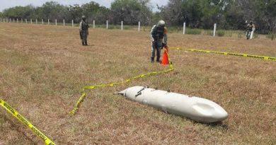 'Cae del cielo' tanque de combustible con forma de misil en Tamaulipas