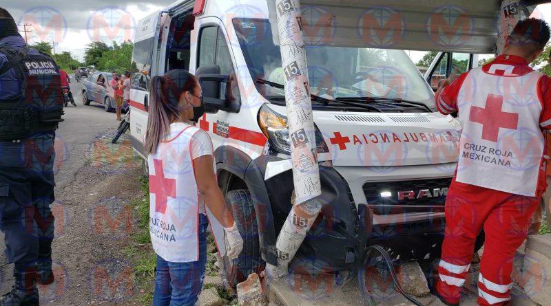 Ambulancia se ve involucrada en accidente en el municipio de Santiago Ixcuintla