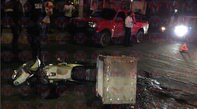 Motociclista choca contra camioneta en la colonia Electricistas de Tepic